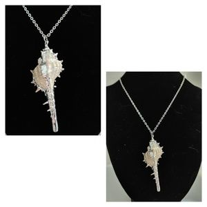 NWOT Silvered shell necklace